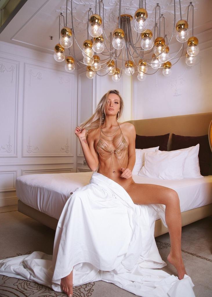 Гламурная блондинка хочет переспать в Москве